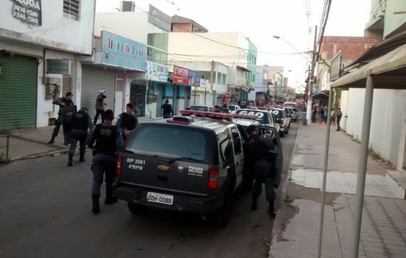 Ônibus depredado e tentativa de saque após protesto em Terra ...