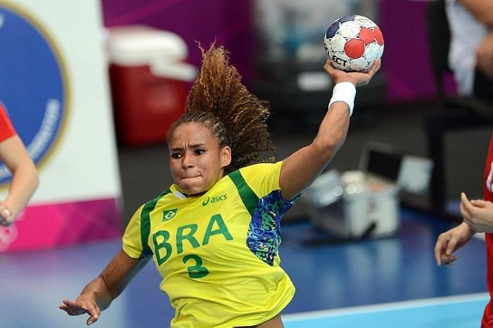Com capixaba em quadra, Brasil encara México no handebol feminino