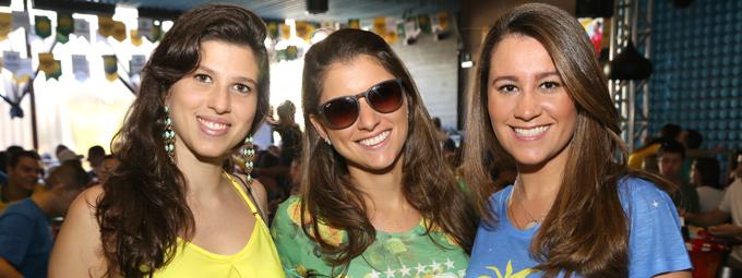 Brasil passa pelo Chile e torcida lota o Triângulo na Praia do Canto