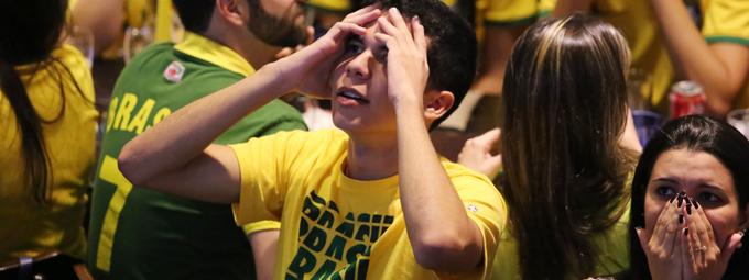 Aflição e desespero entre torcedores capixabas na Praia do Canto