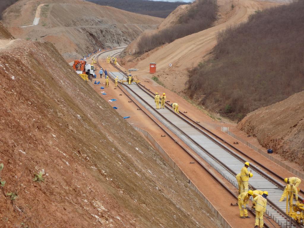 Resultado de imagem para Construção de ferrovias e rodovias