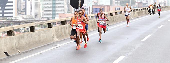 Mais de 7 mil corredores participam da Dez Milhas Garoto