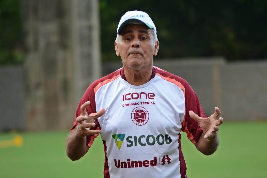 Acusado de injúria racial, técnico da Desportiva é liberado da ...