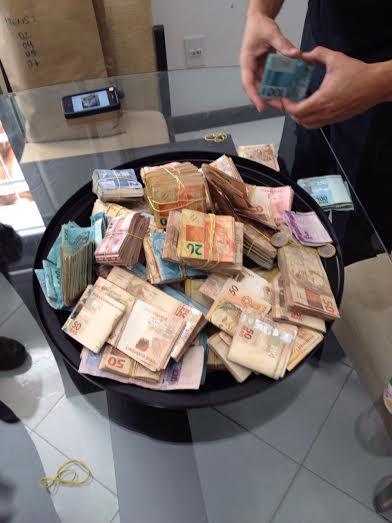 Casal é detido com R$ 190 mil para suposta compra de votos no ...