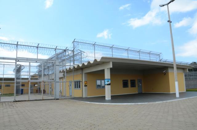 Três detentos fogem da Penitenciária Estadual de Vila Velha | Folha ...