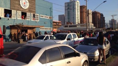 Vídeo flagra entrada da polícia em boate durante operação em baile funk de Vila Velha