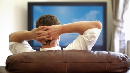 Quase um quarto da população capixaba passa mais de três horas assistindo TV, afirma estudo