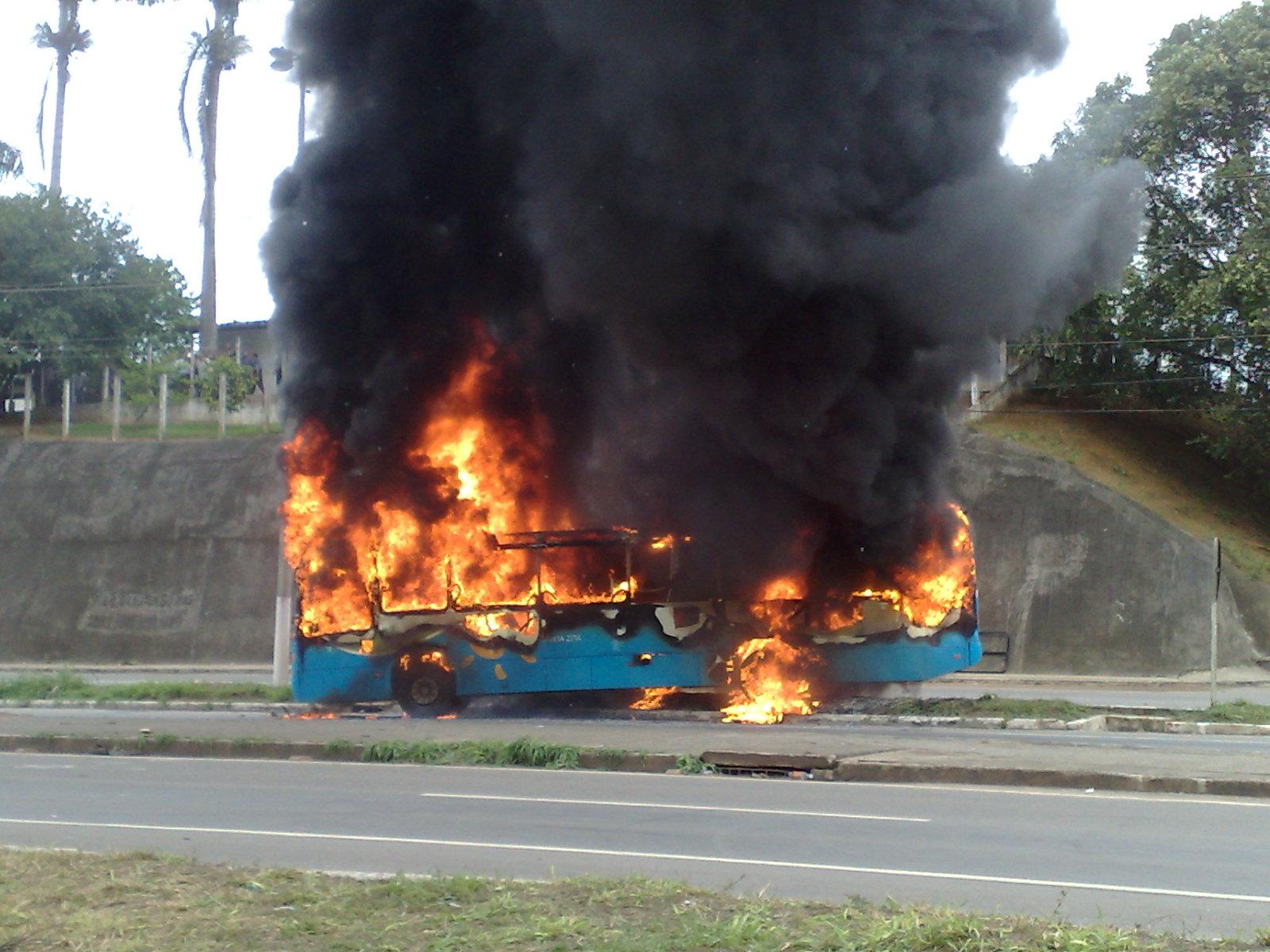 Seis ônibus incendiados e 64 depredados somente este ano na ...
