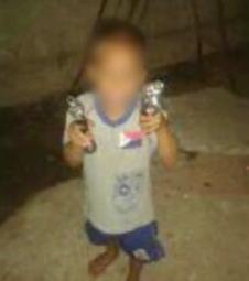 Mãe posta foto de criança armada em VV