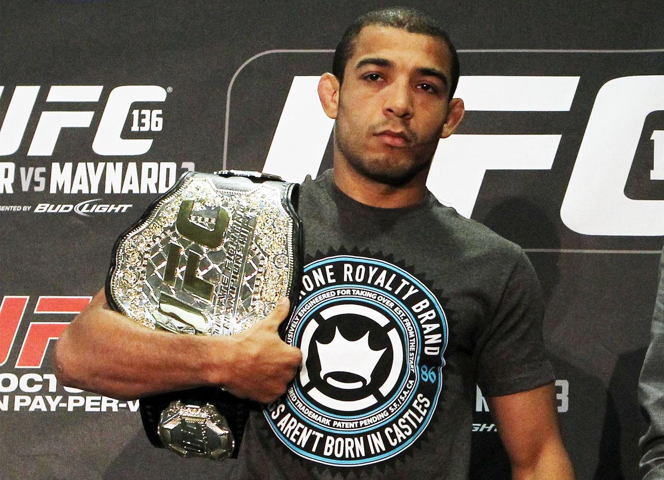 José Aldo sai desfigurado, mas mantém cinturão do UFC | Folha ...