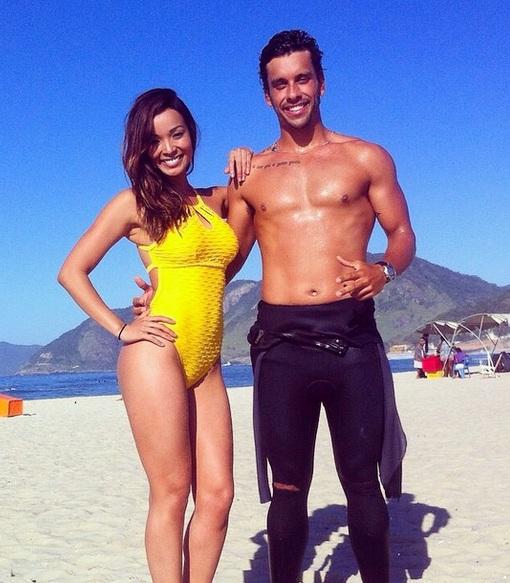 Carol Nakamura tem aula de surfe com bonitão e alfineta o ex com ...
