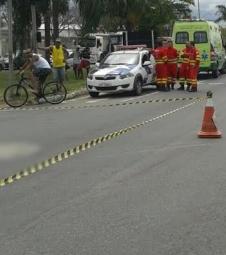 Ciclista é atropelado por carreta e morre