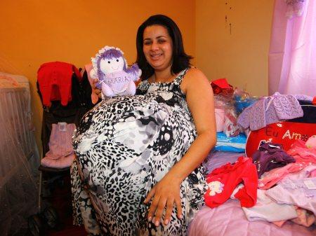 Falsa grávida de quadrigêmeos acusada de estelionato é inocentada
