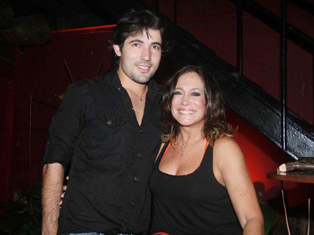 Suzana Vieira reata namoro com Sandro Pedroso | Folha Vitória