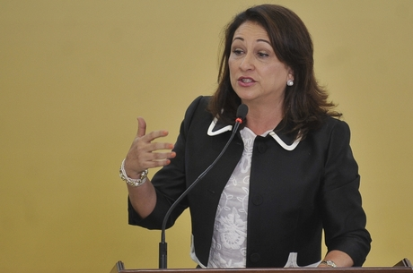 Reunião com Dilma faz ministra adiar visita ao Espírito Santo - Folha Vitória