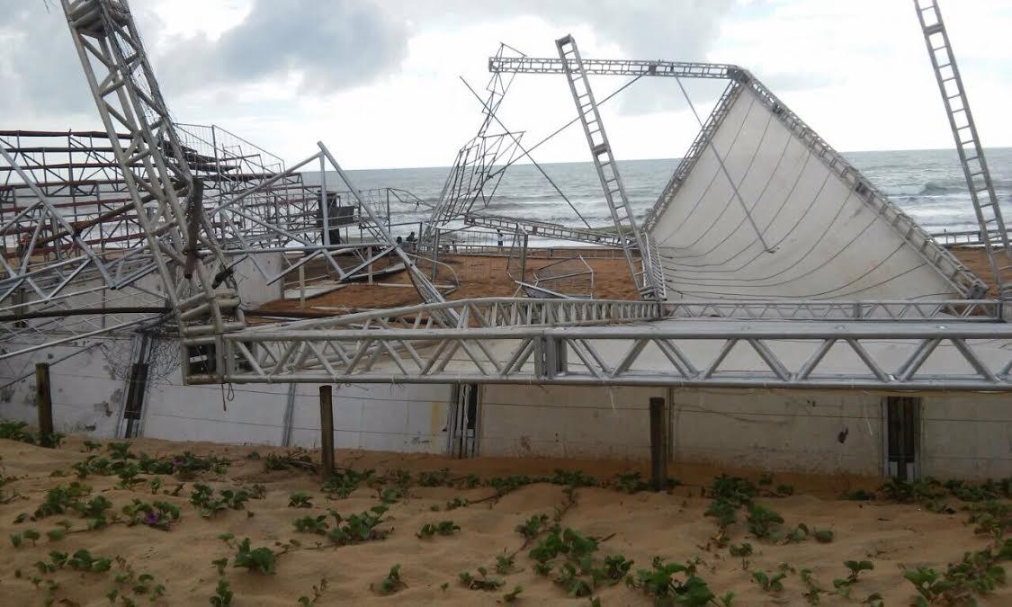 Arena construída para receber jogos de praia desaba após chuva ...