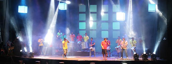 Confira as fotos do show do Monobloco e Grupo Bola na Mais