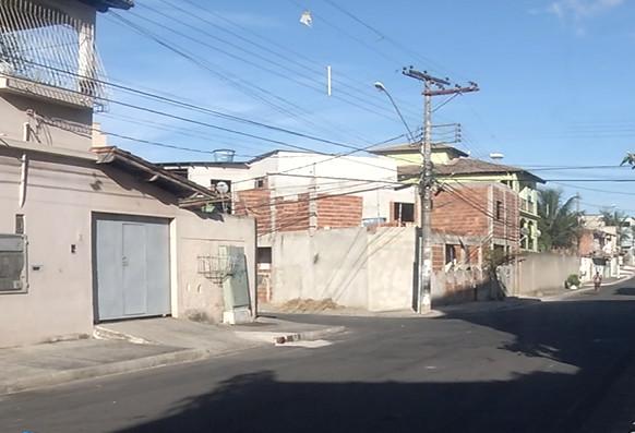 Guerra entre traficantes termina com três jovens baleados na Serra - Folha Vitória