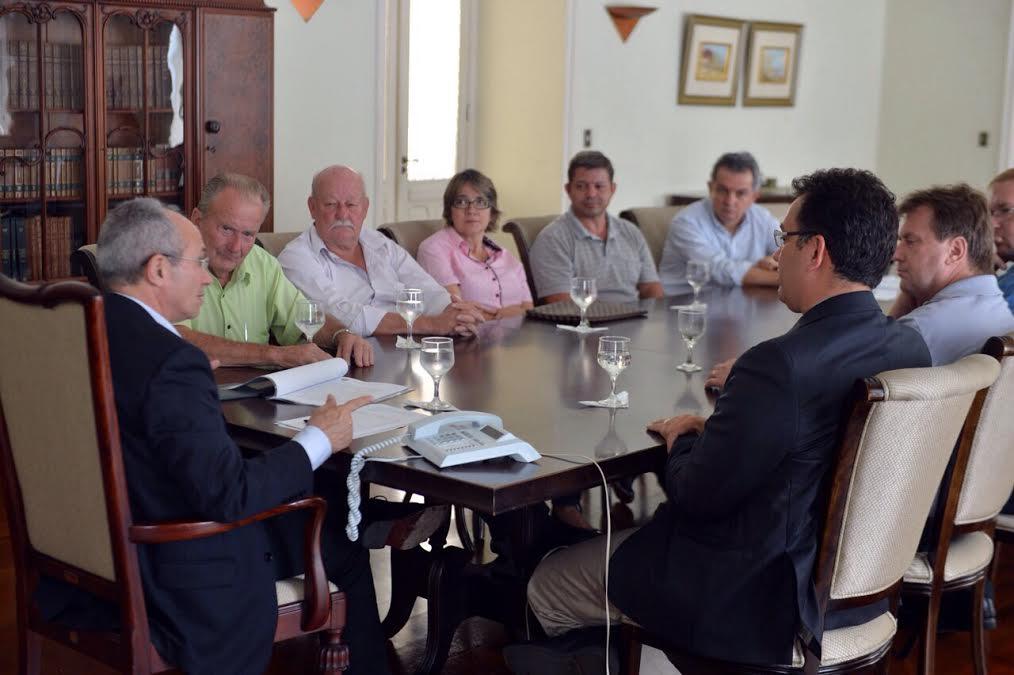 Governador discute fatores climáticos com prefeito de Santa Maria ... - Folha Vitória
