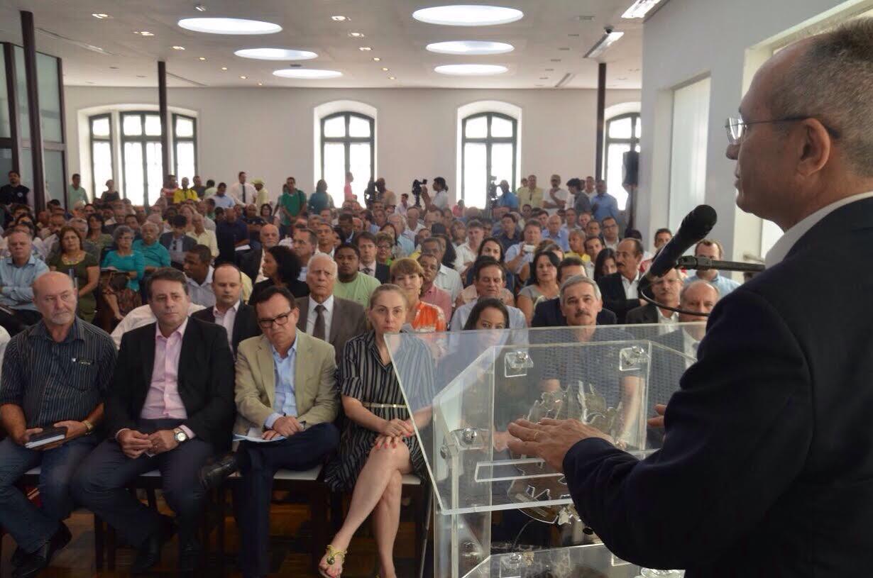 """Governador prega """"construção coletiva"""" para período de estiagem - Folha Vitória"""
