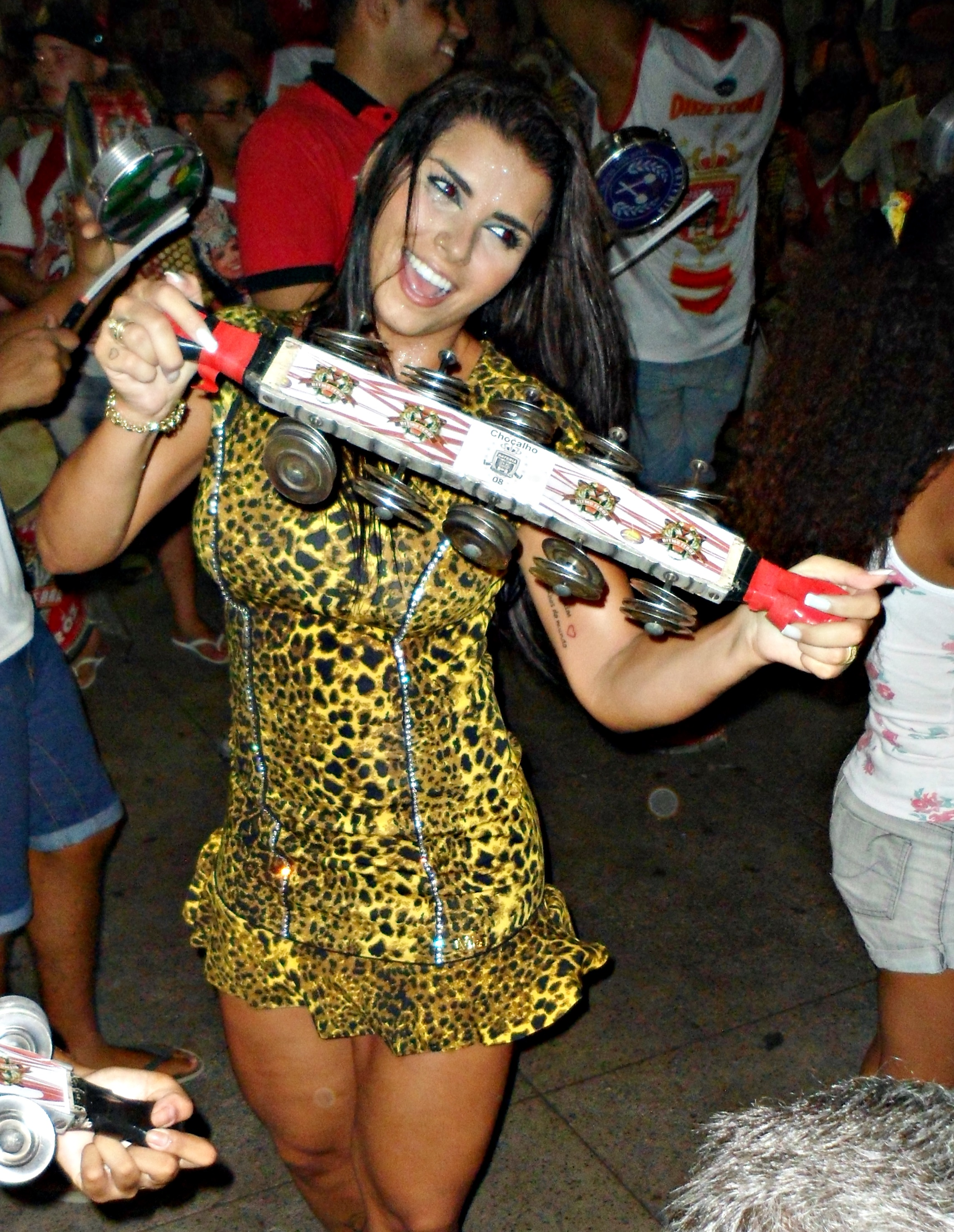 Rainha de bateria da Porto da Pedra brilha em ensaio técnico ...
