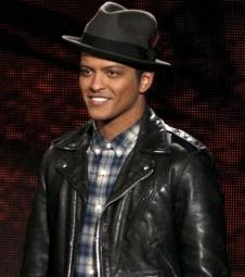 Bruno Mars compra mansão de R$16,9 mi
