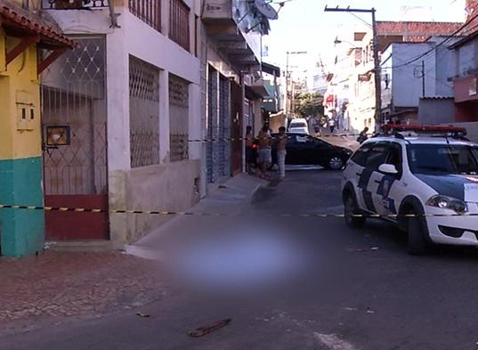 Homem é morto com pedradas e pauladas em Cariacica | Folha ...