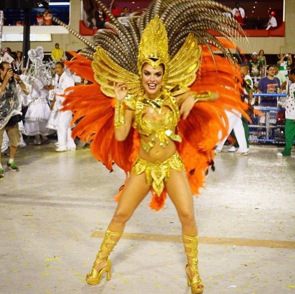 Paloma Bernardi assume posto de rainha de bateria da Grande Rio ...