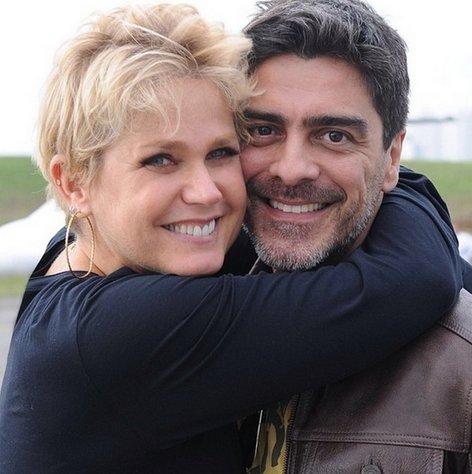 Xuxa completa 52 anos e ganha homenagem do namorado | Folha ...