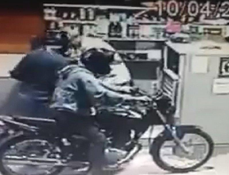 Resultado de imagem para Ilustração, desenho, assalto com motocicleta posto de combustível