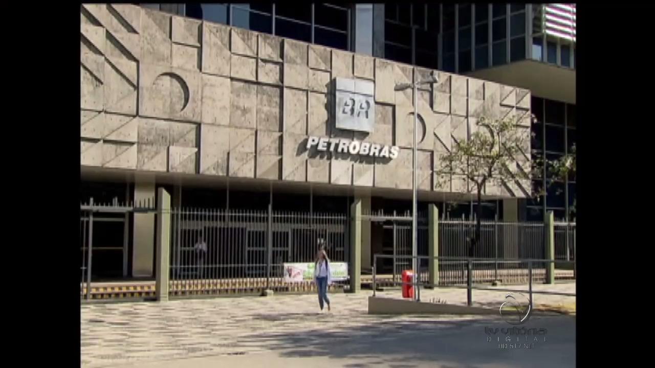 Lucro da Petrobras cai quase pela metade no primeiro semestre de ...