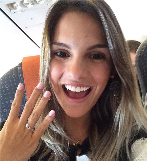 O amor está no ar! Mulher recebe pedido de casamento durante voo ...