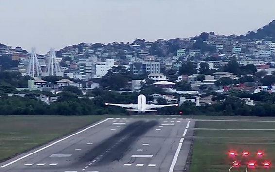 Tempo chuvoso provoca atrasos de até três horas no Aeroporto de ...