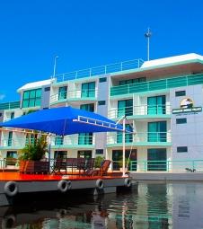 Cheia do Rio Negro não atrapalha hotel flutuante