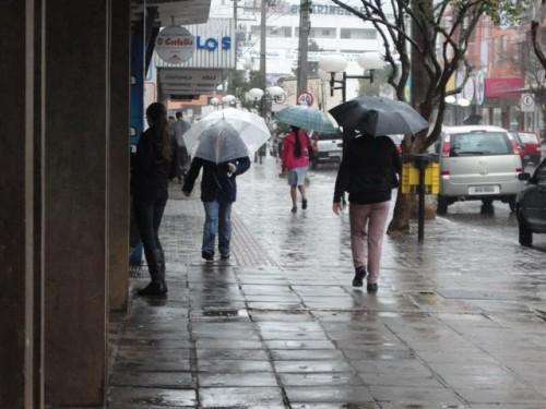 Feriado terá tempo nublado e chuvoso em grande parte do Estado ...