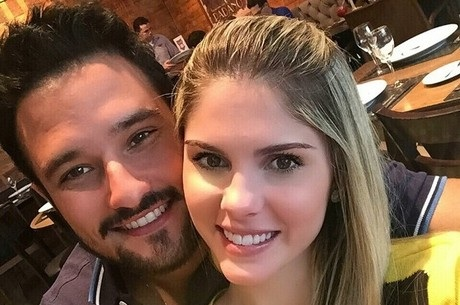 Novo namorado de Bárbara Evans aparece de fio dental em vídeo ...