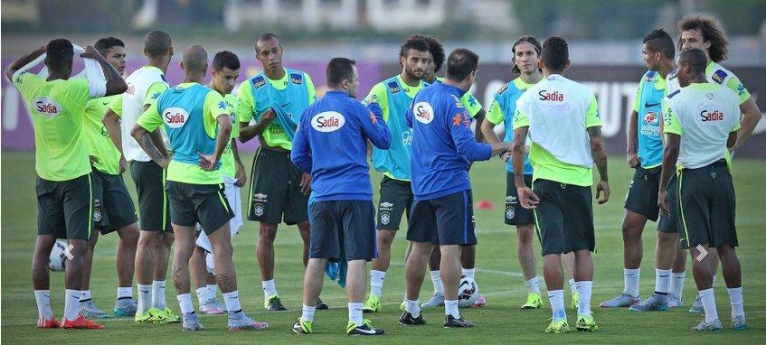 Seleção treina nesta segunda em CT corintiano visando duelo ...