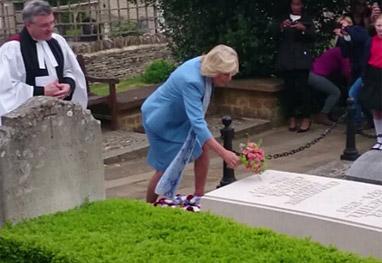 Depois de rumores de traição, esposa de príncipe Charles aparece ...