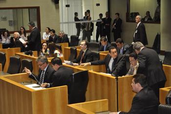 Após polêmica, deputados capixabas aprovam projeto Escola Viva ...