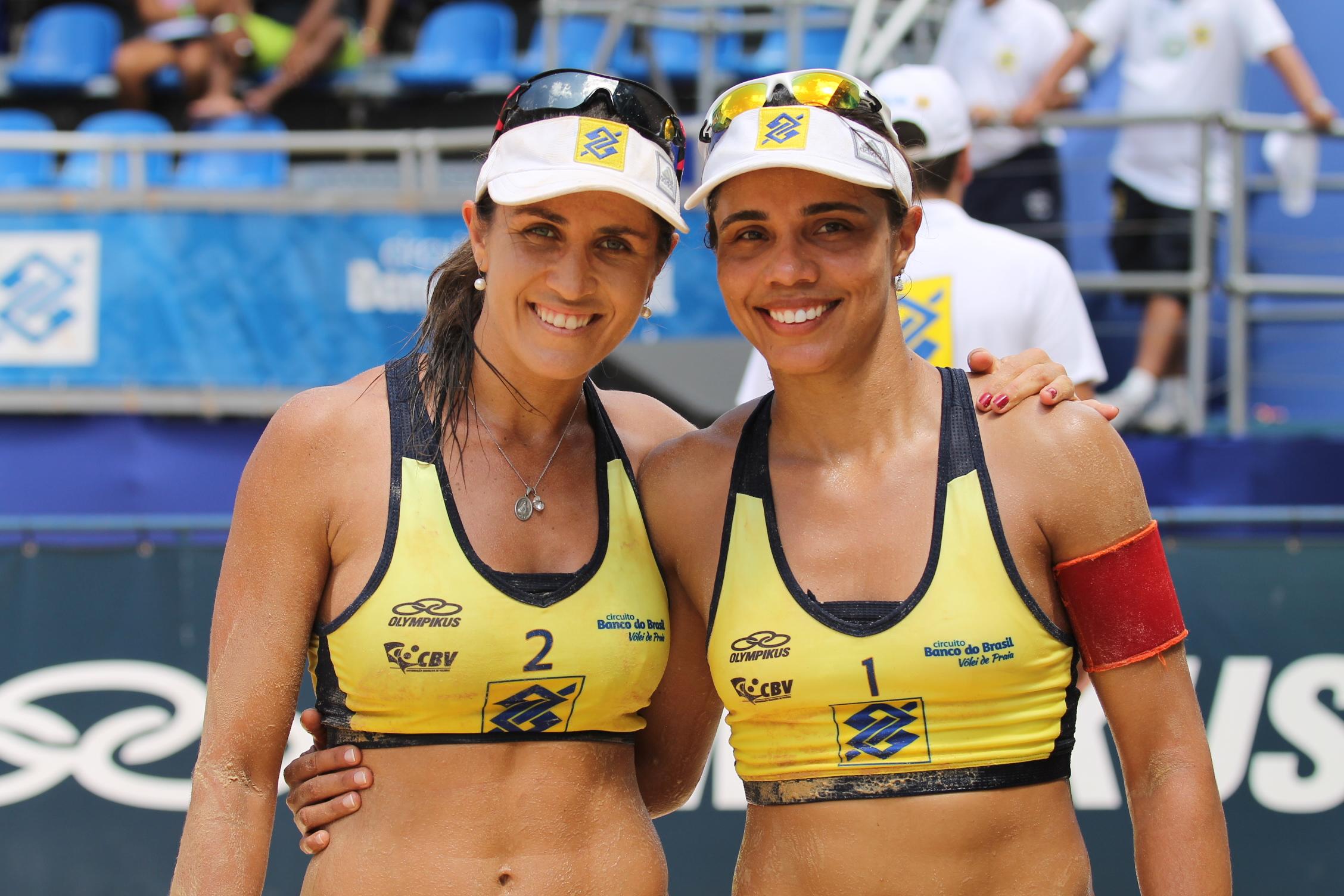 Juliana e Maria Elisa são campeãs de etapa norueguesa de vôlei ...