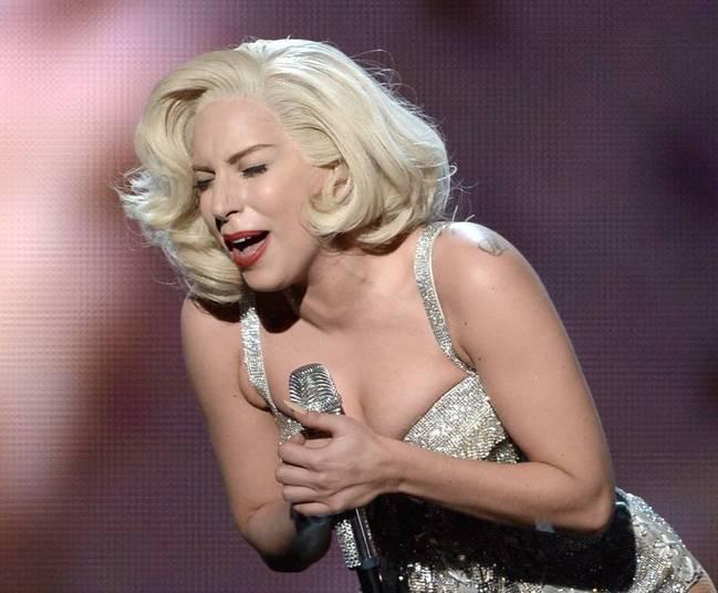 Lady Gaga deu um presente nojentíssimo para criador de American ...