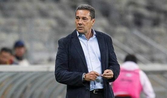 Pressionado no Cruzeiro, Luxemburgo diz aceitar críticas após ...