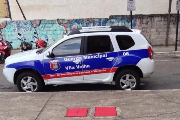 Motociclista morre após bater em caminhão em viaduto de Vila Velha