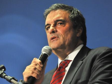 Ministro José Eduardo Cardozo é internado para tratamento ...
