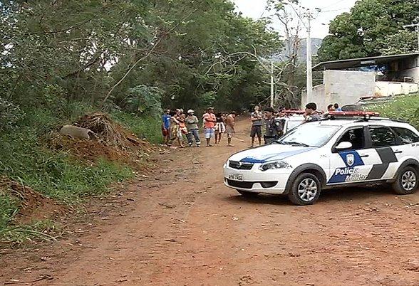 Corpos de jovens são encontrados em matagal na Serra | Folha ...