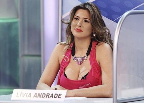 """Lívia Andrade é liberada por Silvio Santos para participar de """" A ..."""