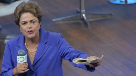 Manifestantes saem às ruas em defesa de Dilma e contra Cunha ...
