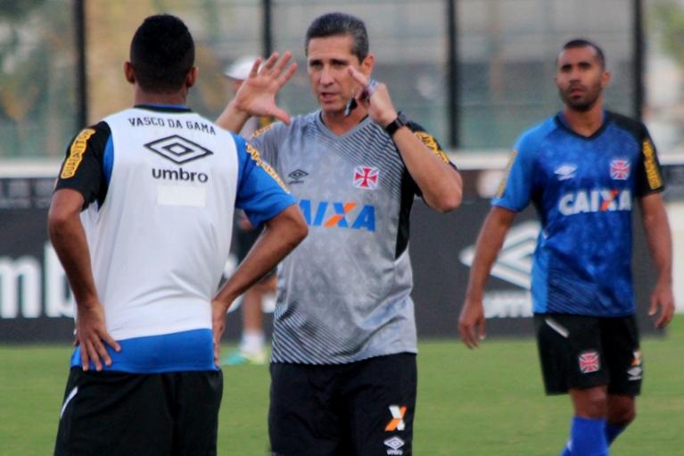 Jorginho diz que Vasco sofreu com estilo do São Paulo e pede ...