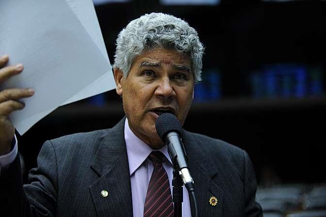 Deputados lançam manifesto pedindo renúncia de Cunha | Folha ...