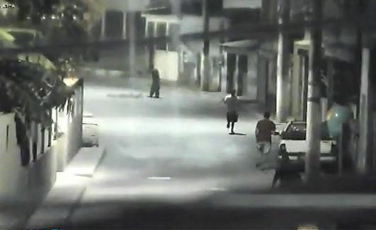 Vídeo mostra momento em que PM é executado a tiros e pedradas ...